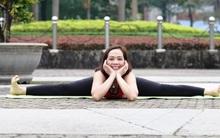 """Đẹp và khỏe hơn nhờ tập yoga, người phụ nữ này thường xuyên được khen """"như hai chị em"""" khi đi cùng con gái"""