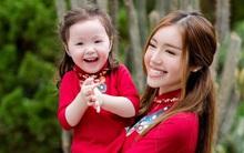 Mẹ con Elly Trần diện áo dài đỏ thắm du xuân khiến ai cũng phải ngoái nhìn