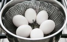 Thay vì luộc, hãy hấp trứng, siêu ngon mà lại cực dễ bóc vỏ