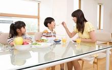 """Những thói quen của bố mẹ khiến trẻ """"đi sai đường"""""""
