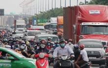 TP.HCM: Ùn tắc kinh hoàng suốt nhiều giờ, hàng ngàn phương tiện chôn chân trên Xa lộ Hà Nội