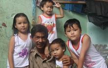 Ông ngoại của 6 đứa trẻ bị nhốt trong nhà, trần truồng gào khóc dưới mưa: Tôi không dám nhận tiền giúp đỡ của ai