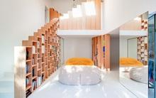 Thiết kế nhà này sẽ cho bạn thấy khi kệ sách kết hợp thành cầu thang hay tường ngăn cách sẽ đẹp mắt đến khó tin