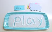 """""""Khay muối học chữ"""" giúp con tự học chữ nhanh mà bố mẹ vẫn nhàn tênh"""