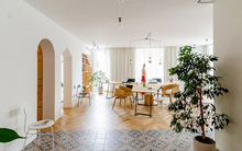 Lấy nội thất gỗ làm điểm nhấn, ngôi nhà này được đánh giá là cực hiện đại và tinh tế