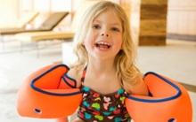 Cảnh báo: Nguy cơ gây ung thư ở trẻ từ những chiếc phao tay tập bơi