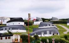 Ngôi làng có nhà ở làm từ thuyền đánh cá cũ nhưng đã vào là không muốn ra vì quá đẹp