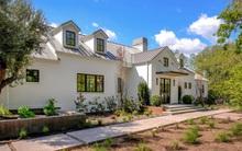 Cứ tiếp tục đặt niềm tin vào màu trắng đi, nó sẽ không làm bạn thất vọng khi chọn để thiết kế nhà