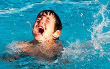 Đuối cạn và đuối thứ cấp - 2 hiện tượng cha mẹ phải biết sau việc bé 4 tuổi tử vong 1 tuần sau bơi