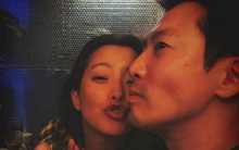 """Ông xã Kim Hee Sun đăng ảnh 2 vợ chồng """"lầy lội"""" để kỷ niệm 10 năm ngày cưới"""