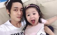Màn đối đáp lém lỉnh giữa bố và cô con gái 2 tuổi khiến người xem đầy thích thú