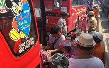 TP.HCM: Xe khách và xe ben va chạm, hơn 40 em nhỏ đi dã ngoại hoảng loạn la hét trong xe