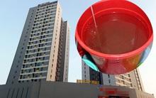 Hà Nội: Cực chẳng đã, người dân bất chấp nguy hiểm lắp thêm bình inox trữ nước tại chung cư