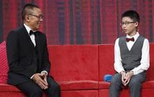 Cậu bé Trung Quốc giải 3 rubik cùng lúc bằng tay và chân đã đến Việt Nam