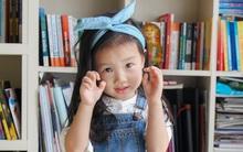 """Cô bé 3 tuổi khiến người lớn kinh ngạc khi nói """"Chúc mừng năm mới"""" bằng 11 thứ tiếng"""