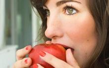 Ăn quả táo cũng bị ngứa miệng, có thể bạn đã mắc hội chứng lạ này