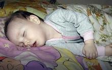 Con ngủ ngon, mẹ an tâm nghỉ ngơi nhưng vài giờ sau con vẫn không dậy, nguyên nhân thật bất ngờ