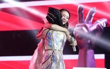 The Voice mở màn, xuất hiện mẹ đơn thân 20 tuổi khiến Noo Phước Thịnh muốn giúp... trông con