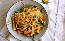 Nếu quá bận rộn, bữa tối chỉ cần vào bếp làm ngay đĩa phở xào thế này là ấm bụng rồi