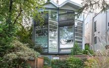 Phong cách thiết kế hiện đại: Sử dụng kính thủy tinh trong suốt để ngôi nhà ngập tràn ánh sáng