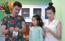 Huy Khánh và vợ con quây quần làm mứt Tết