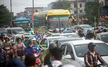 Kết thúc nghỉ lễ, dòng người ồ ạt đổ về thành phố, các cửa ngõ Hà Nội, Sài Gòn ách tắc cục bộ