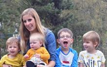 """Bà mẹ """"siêu nhạy"""", sinh liền tù tì 4 đứa dù dùng đủ biện pháp ngừa thai, cuối cùng chồng cô quyết định…"""