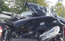 Sau vụ tai nạn khiến chiếc xe hơi nát bét, người mẹ hoàn hồn kể lại 2 thứ vẫn vẹn nguyên thay cho lời cảnh báo