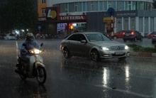 Mây đen che kín bầu trời, Hà Nội đang đón trận mưa rào cực lớn