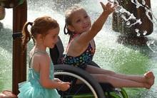 Thương con gái khuyết tật bị xa lánh, ông bố xây cả công viên giải trí 51 triệu USD cho con