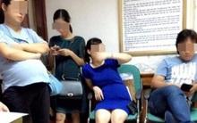Bà bầu phải đứng chờ khám thai vì bị chồng của thai phụ khác từ chối nhường ghế ngồi