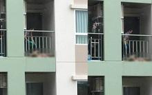 Dân mạng phẫn nộ với người phụ nữ độc ác lôi mẹ ruột ra tắm ở ban công chung cư