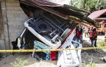 Xe chở học sinh rơi xuống hẻm núi làm 7 người thiệt mạng