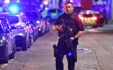 Người tài xế anh hùng, một mình chống trả 3 phần tử đâm xe, tấn công bằng dao tại London