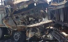 Bố lao vào xe tử vong: Con về lấy chiếu thấy mẹ mất