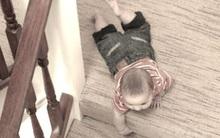 Theo mẹ đi lau nhà thuê, bé 3 tuổi trượt ngã hôn mê