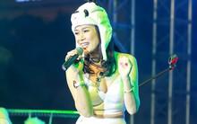 Hàng ngàn khán giả trên phố đi bộ ở Hà Nội vỡ òa trong showcase ngập tiếng cười của Mỹ Tâm