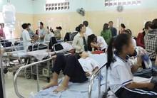 TP.HCM: 142 học sinh có biểu hiện ngộ độc sau bữa cơm tại trường tiểu học