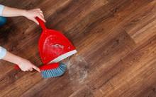 Quét mãi mà bụi chẳng chịu vào ki hốt rác thì làm 1 thao tác này là đảm bảo nhà sạch trơn