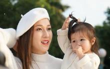 Hơn 1 năm ở ẩn, Hoa hậu Hong Kong tái xuất xinh đẹp cùng con gái