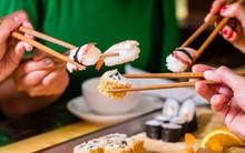 10 quy tắc ăn uống của người Nhật: cần tránh mắc phải kẻo bị coi là mất lịch sự