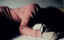 Hiếp dâm bé gái 12 tuổi trong nhà vệ sinh bệnh viện