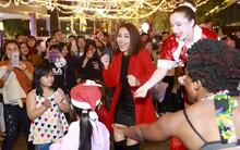 Mặc trời mưa, Ái Phương bỏ sân khấu để nhảy múa cùng fan nhí