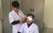 Thái Bình: Bác sĩ bị người nhà bệnh nhân đánh gãy mũi khi đang cấp cứu bên vệ đường