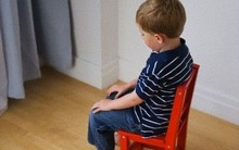 Quy trình 2 bước xử lý trẻ mắc lỗi giúp con ngoan mà bố mẹ nhàn