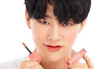 Muốn son bán chạy nên người Hàn chỉ toàn mời sao nam đi đóng quảng cáo