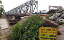 Hà Nội: Vết nứt chạy dài dưới chân cầu Đuống, người dân phải bỏ nhà di tản vì lo sợ