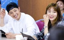 Song Joong Ki yêu vợ là thế nhưng vẫn thua trong cuộc đua