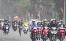 Hà Nội: Mưa phùn và sương mù dày đặc từ sáng sớm khiến người dân gặp khó khăn khi di chuyển