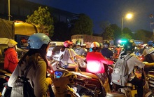 Hà Nội: Đường Đỗ Đức Dục tắc nghẽn hơn 2h, ô tô xe máy